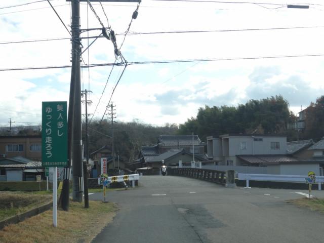 ③.橋を2つ越え、交差点を左折