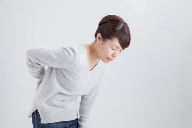 脊柱管狭窄症で腰が痛む中年女性