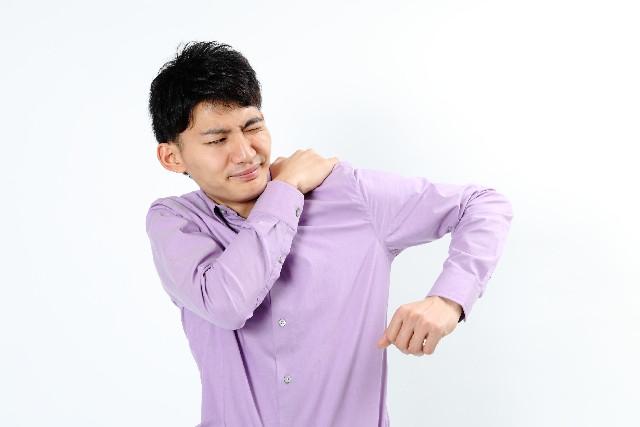 五十肩(四十肩)が痛くて辛い男性