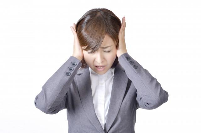 突発性難聴が辛い女性