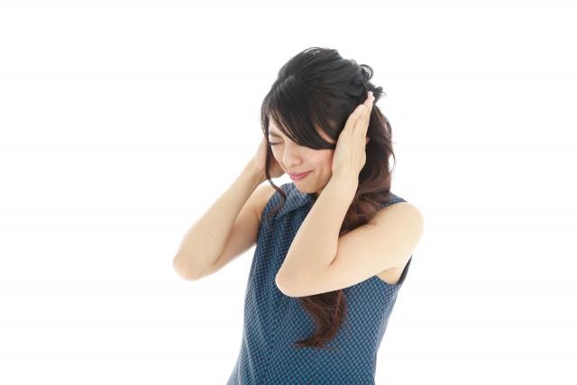 突発性難聴の女性